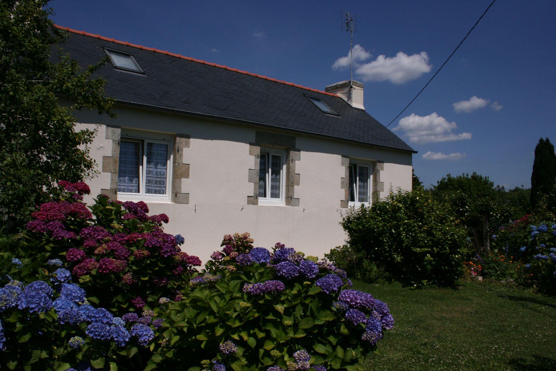 Vue de la maison depuis le jardin...